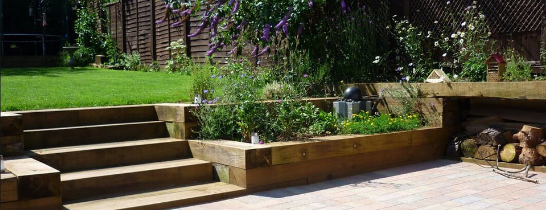 GARDEN DECKING BALUSTRADE